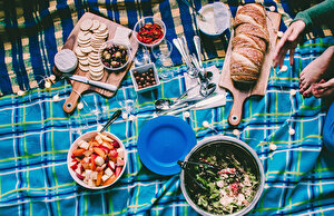 Пробуем еду для пикника